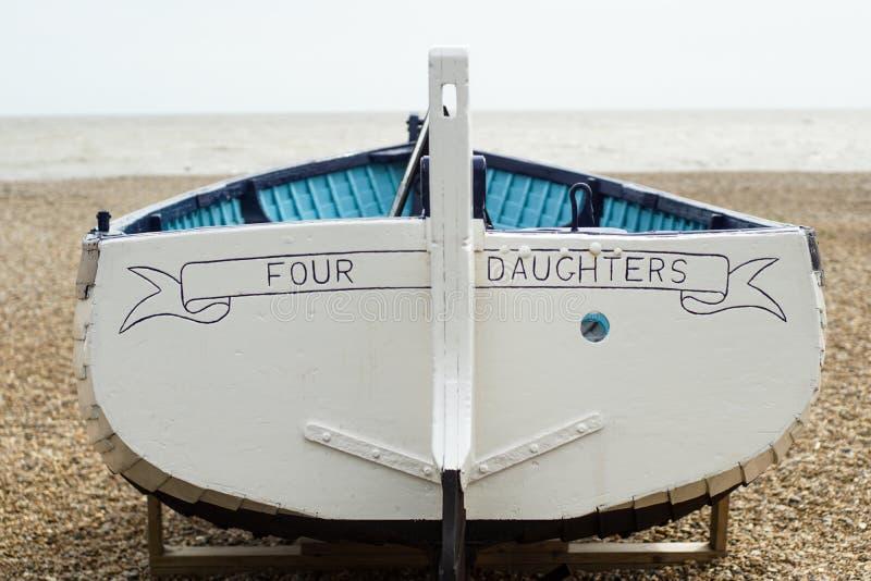 Bateau à rames au bord de la mer photo stock