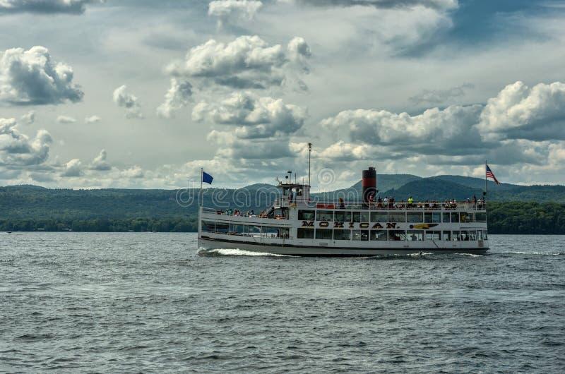 Bateau à vapeur sur le lac George, NY, Etats-Unis image libre de droits