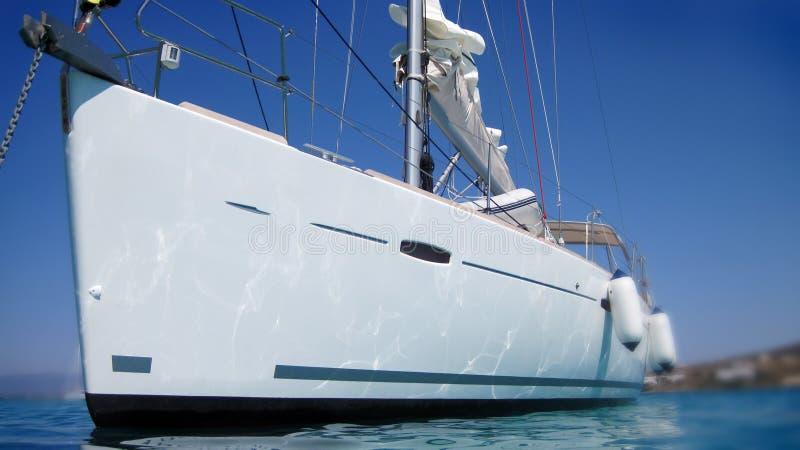 Bateau à voile ou yacht photos libres de droits