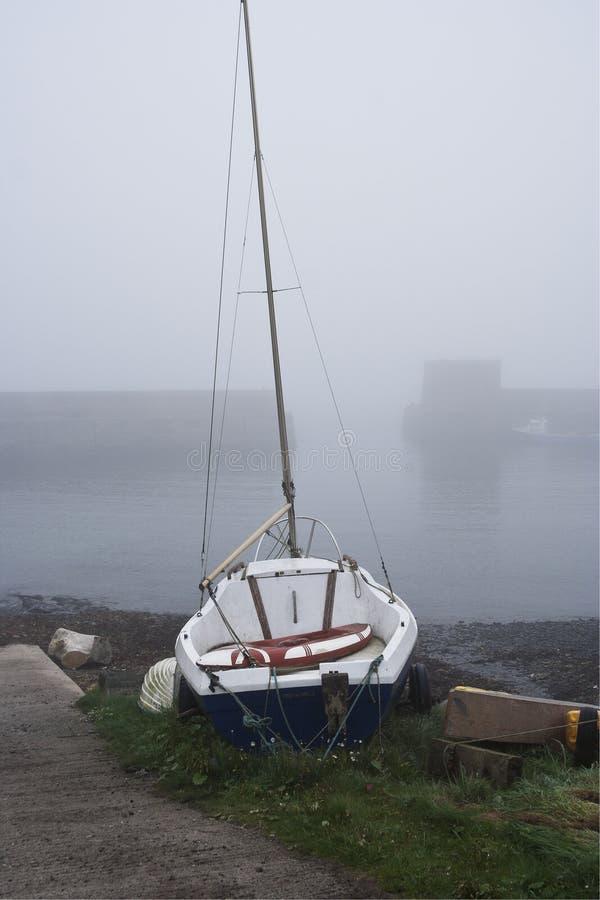Bateau à voile, port de Craster, le Northumberland images stock