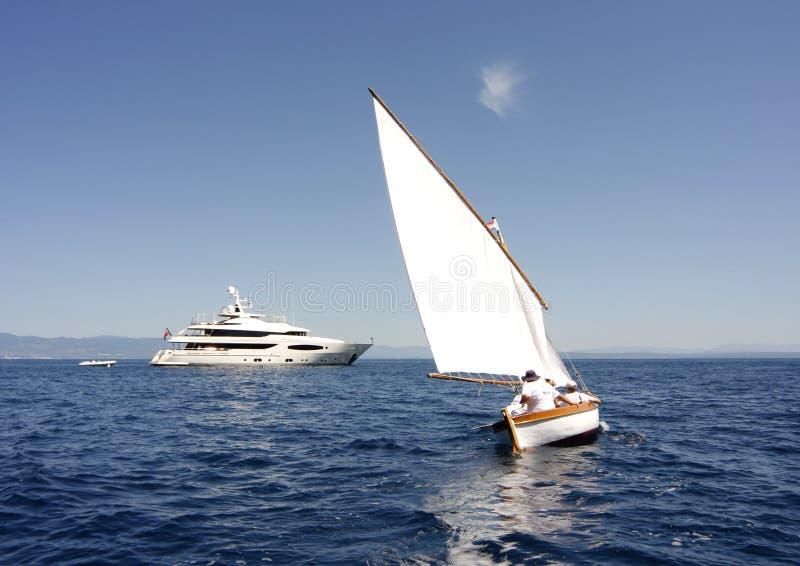 Download Bateau à voiles image éditorial. Image du bleu, regatta - 87701670