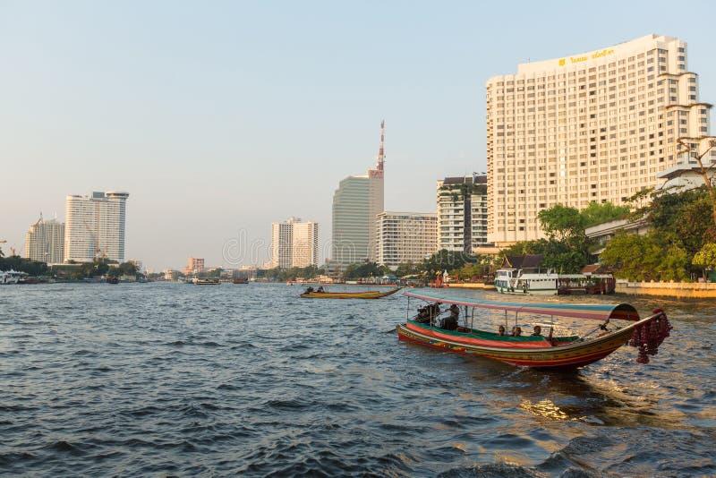 bateau Local de transport sur la rivière de Chao Phraya d' photographie stock