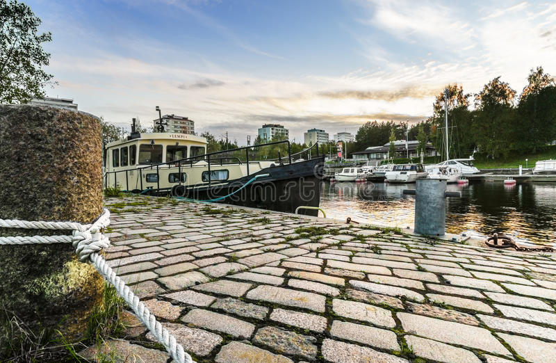 Download Bateau Amarré à Tampere, Finlande Photo stock - Image du pris, illustration: 45351840
