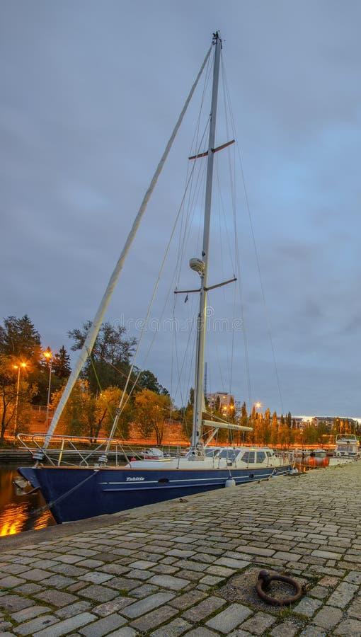 Download Bateau Amarré à Tampere, Finlande Image stock - Image du finland, excursion: 45351853