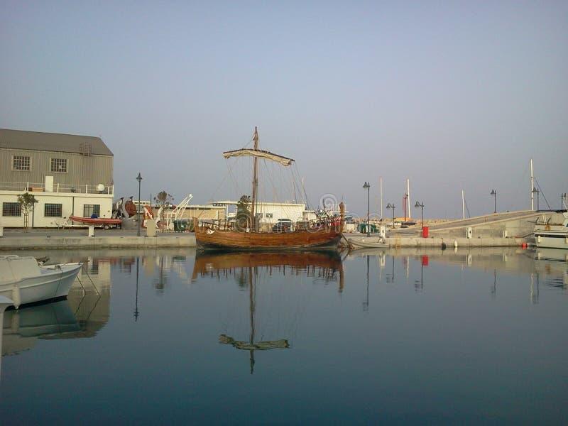 Bateau Antic dans la marina de Limassol photographie stock libre de droits