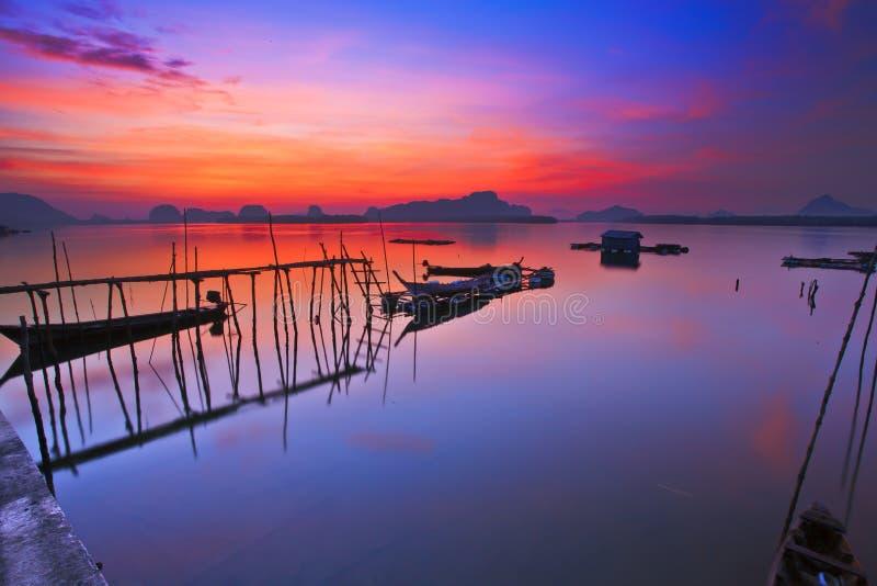 Bateau avec un beau ciel photos stock