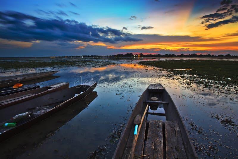 Bateau avec un beau ciel images libres de droits
