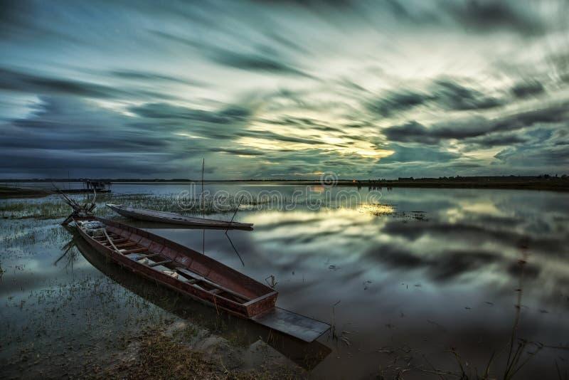 Bateau avec un beau ciel photographie stock libre de droits