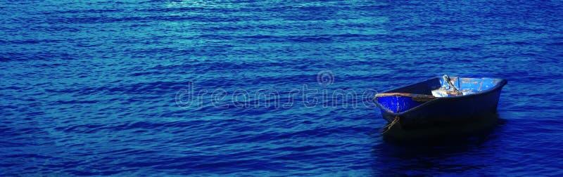 Bateau bleu image stock