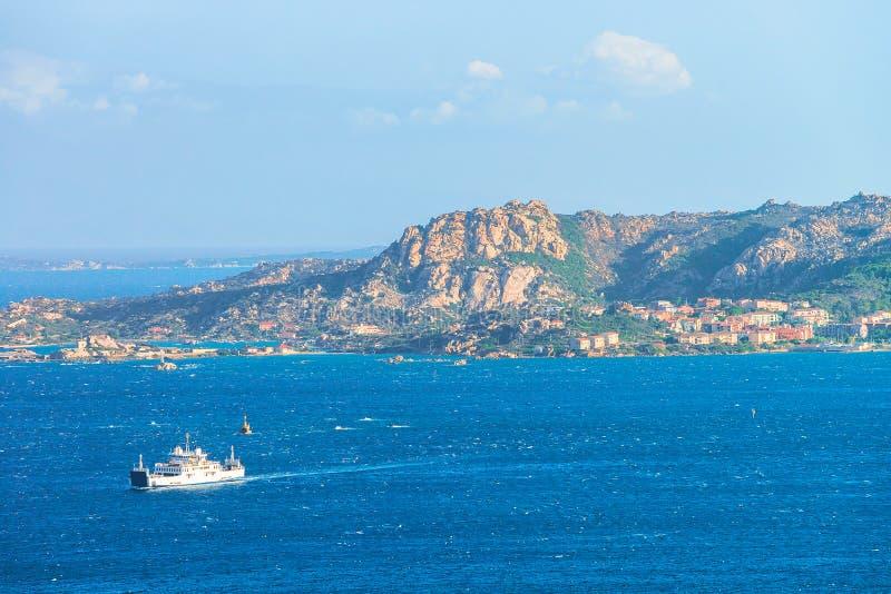 Bateau chez Maddalena Island en Costa Smeralda Sardinia photo libre de droits