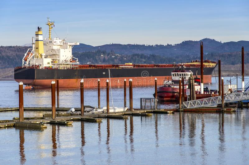 Bateau-citerne amarré en Rainier Oregon image stock