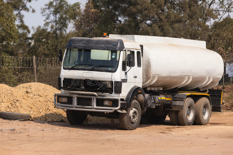 Bateau-citerne de l'eau de camion image stock