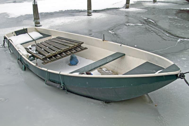Bateau d'aviron en hiver photographie stock