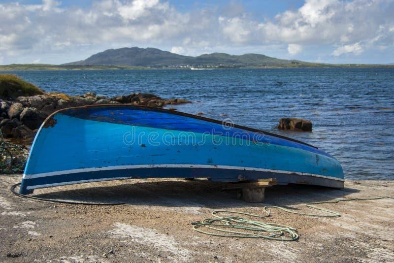 Bateau dans Connemara photo libre de droits
