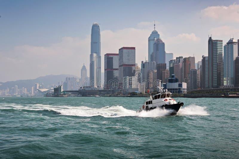 Bateau dans la ville de Honkong images libres de droits