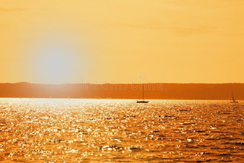 Bateau dans le lac photos libres de droits