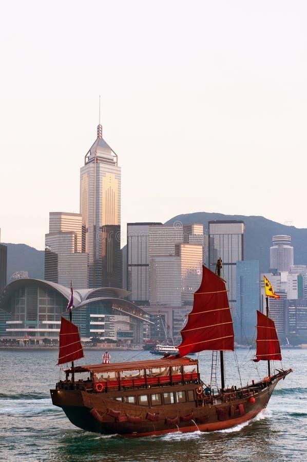 Bateau de camelote dans le port de Hong Kong image stock