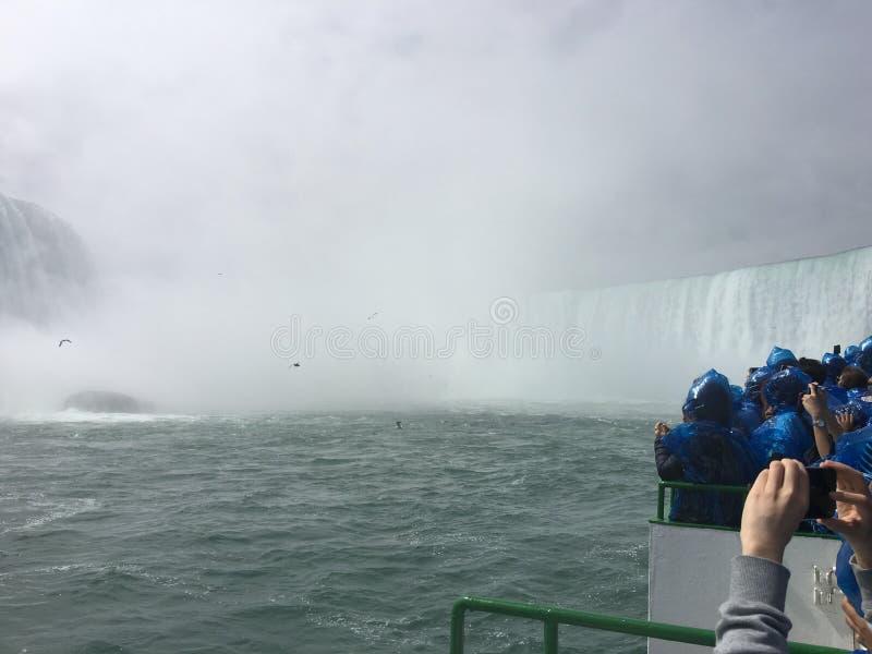 Bateau de chutes du Niagara images libres de droits