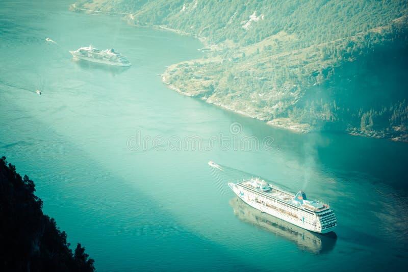 Bateau de croisière dans le fjord de Geiranger, Norvège le 5 août 2012 photographie stock