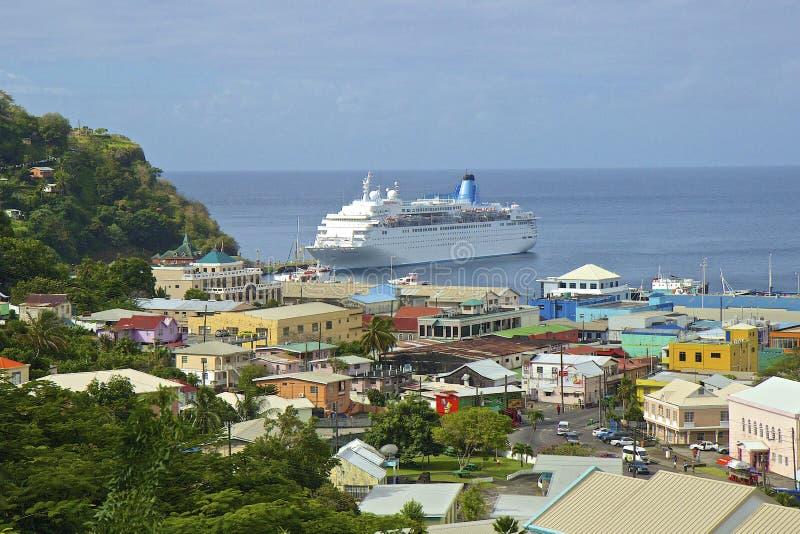 Bateau de croisière dans le port de Kingstown dans St Vincent images stock