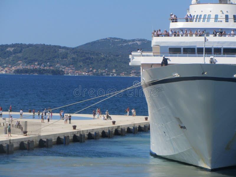 Bateau de croisière dans le port de Zadar photo stock