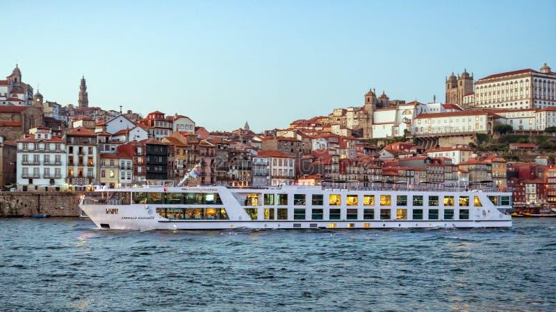 Bateau de croisière de Douro de rivière, Porto, Portugal photos stock