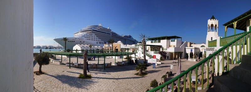 Bateau de croisière MSC Splendida dans le port de Tunis ( ; La Goulette) ; , La Tunisie image libre de droits