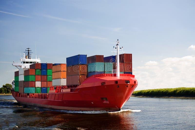 bateau de fleuve de conteneur de cargaison photos libres de droits