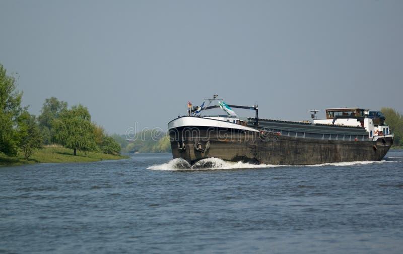 bateau de fleuve de maas photos stock