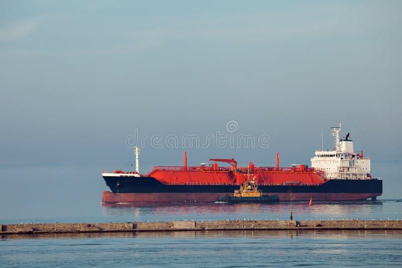 Bateau de GNL un navire de transporteur de gaz images stock
