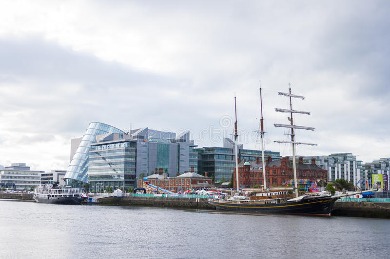 Bateau de Jeanie Johnston Tralee à la rivière de Liffey à Dublin photo stock
