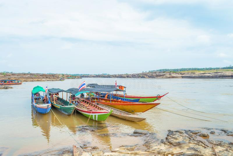 Bateau de longue queue en Sam Phan Boke, Ubon Ratchathani Thaïlande photographie stock