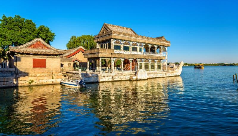 Bateau de marbre au palais d'été dans Pékin photo stock