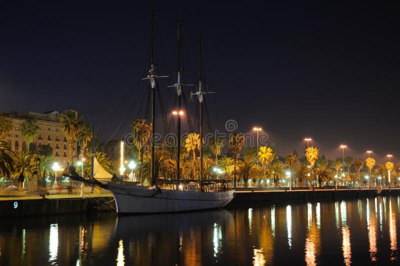 bateau de navigation de nuit de Barcelone photos stock