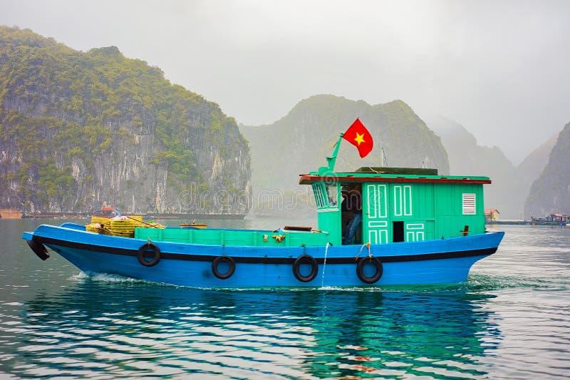 Bateau de pêche à la baie long Vietnam Asie d'ha image libre de droits