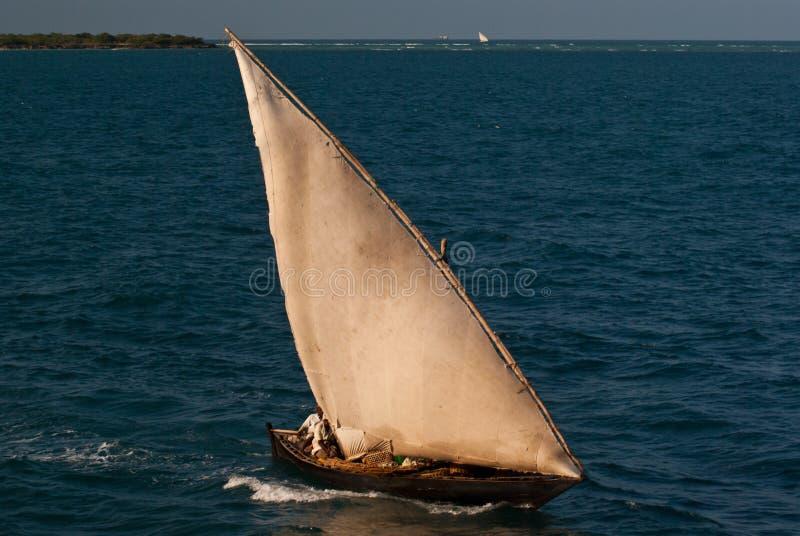 Bateau de pêche asiatique traditionnel photographie stock libre de droits