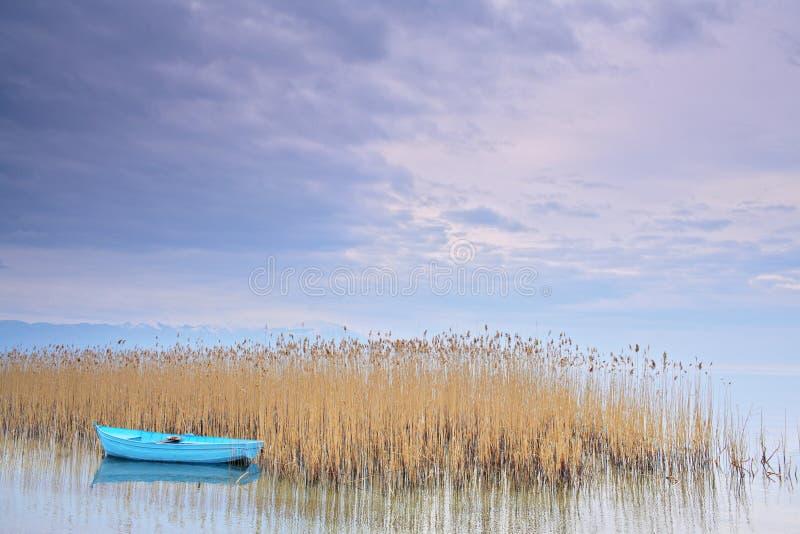 Bateau de pêche au lac Ohrid Macédoine images libres de droits
