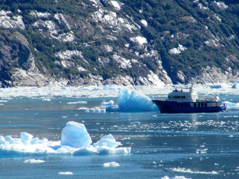 Bateau de pêche d'Alaska - fjord de Tracy Arm images stock