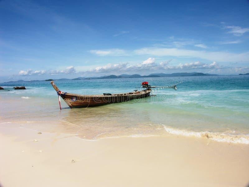 Bateau de pêche dans le phi de phi de KOH photo libre de droits