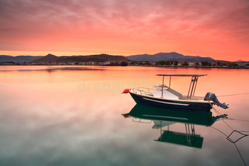 Download Bateau De Pêche Dans Nafplio, Grèce Photo stock - Image du peloponnese, sunset: 45371840