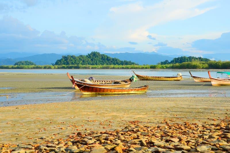 Bateau de pêche, Ranong Thaïlande. image stock
