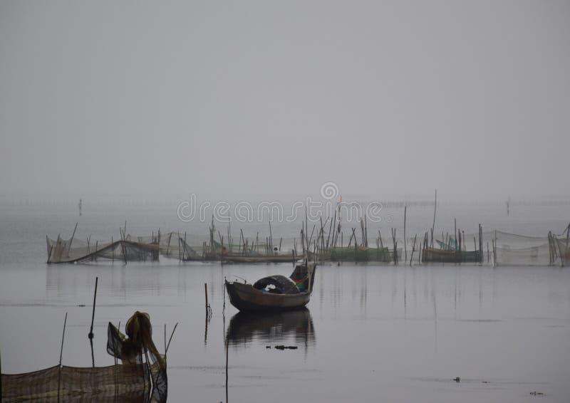 Bateau de pêche vietnamien à Danang image libre de droits