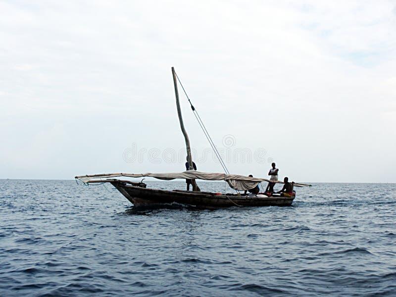 Bateau de pêcheurs de Zanzibar photo stock