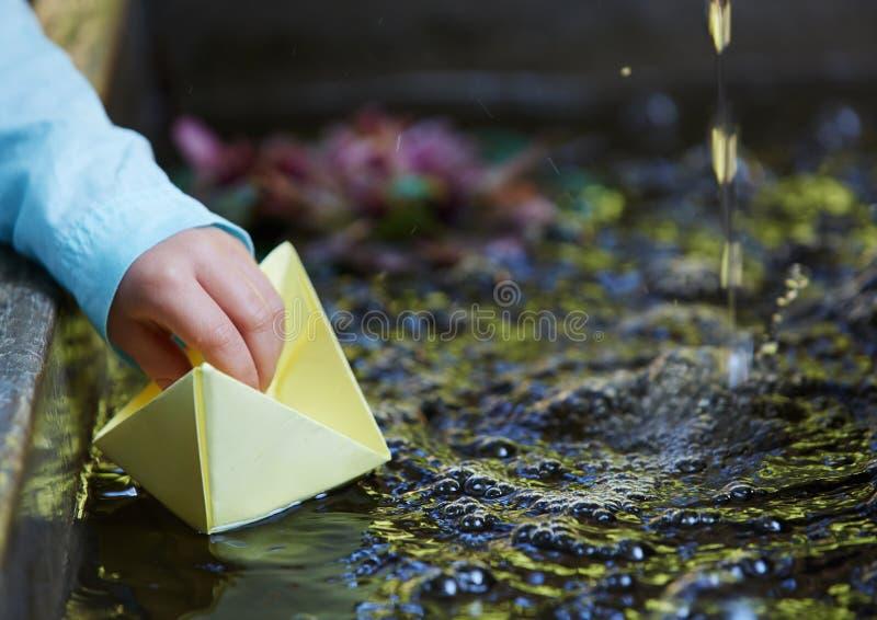 Bateau de papier d'origami photos libres de droits
