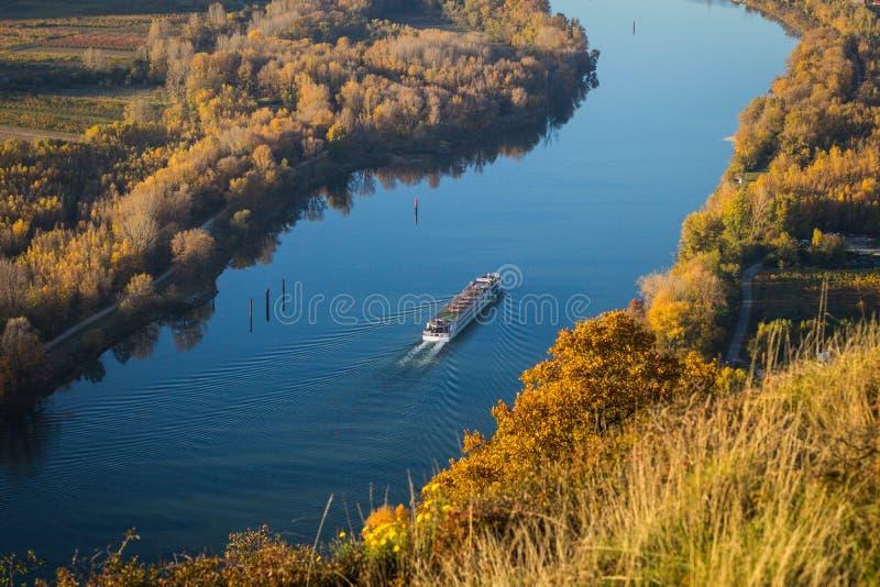 Bateau de passager sur la rivière le Rhône images libres de droits