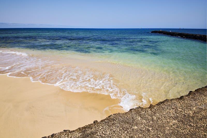 Download Bateau De Pilier De Port De L'Espagne Dans Le Ciel Bleu  Arrecife Teguise Photo stock - Image du peinture, home: 56487438