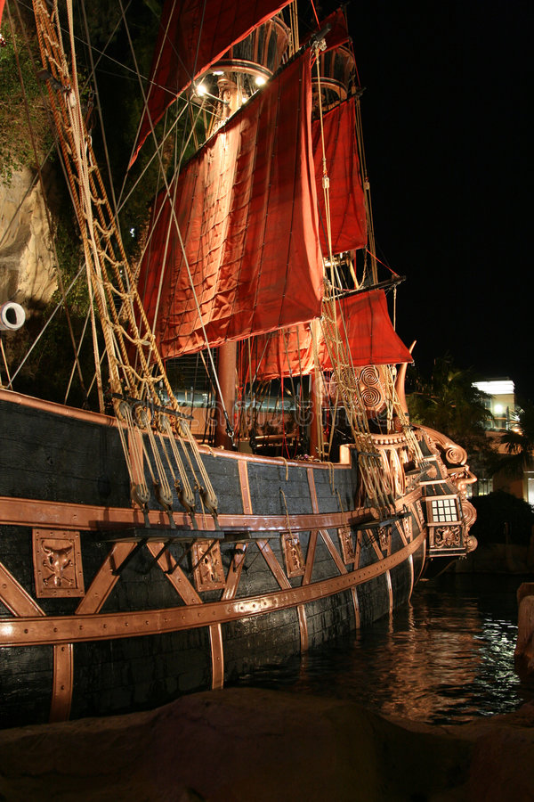 Bateau de pirate accouplé image libre de droits