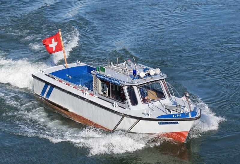 Bateau de police sur le Rhin à Bâle images libres de droits