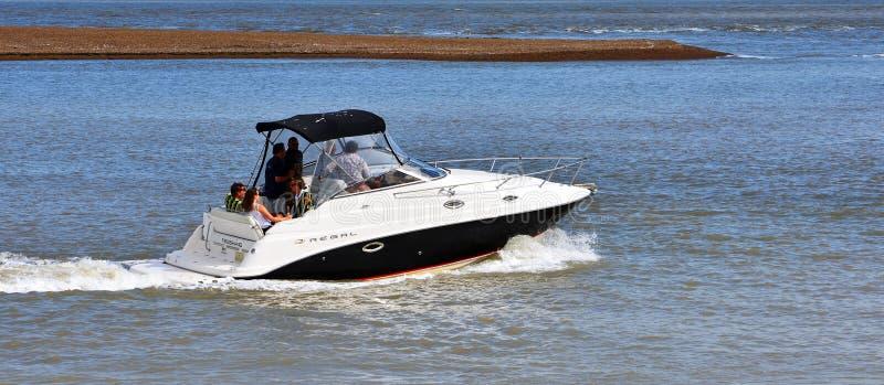 Bateau de puissance à l'estuaire du Suffolk de ferry de Deben Felixstowe de rivière image libre de droits