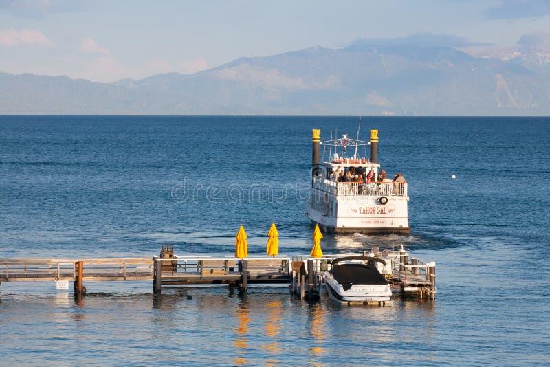 Bateau de roue de palette sur un lac Tahoe photo stock